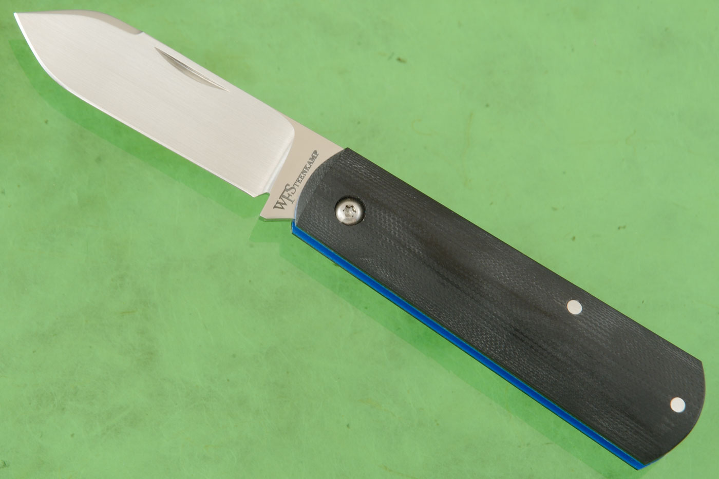 Barlow Friction Folder with Black and Blue G10