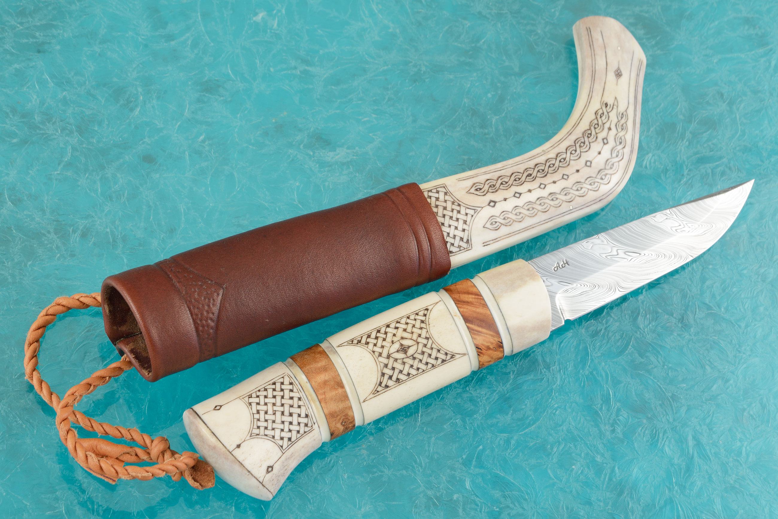 Sami Style Half Horn Hunter with Twist Pattern Damascus