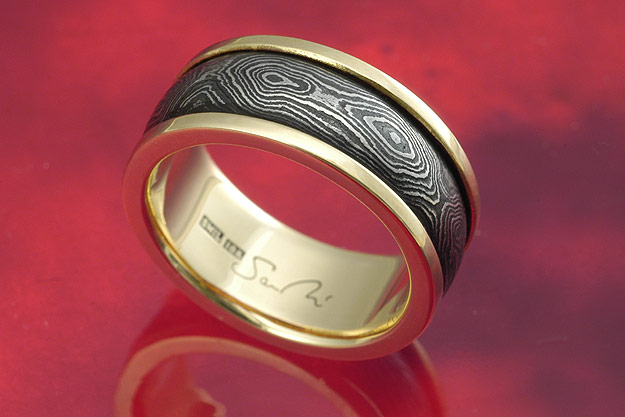 Pool and Eye Gold Band - US Size 8 1/4