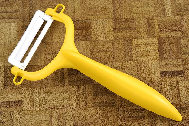 Kyocera Ceramic Peeler (CPN-10-NYL) - Yellow