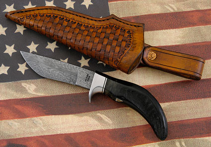 Black Sheep Horn Damascus Hunter (4 1/4 in)