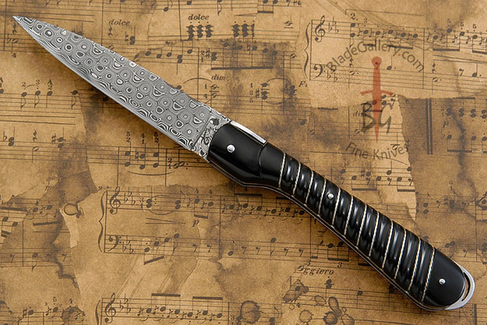 Vendetta Picnic Knife with Damascus and Fluted Buffalo Horn
