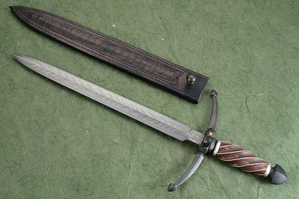 Quillion Ring Dagger with Kingwood