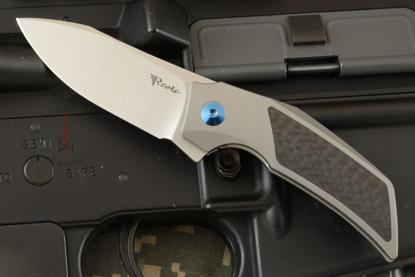 T2500 Frame Lock Flipper with Ti, Carbon Fiber, and M390